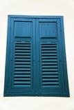 La ventana de madera azul Foto de archivo