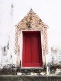 La ventana del templo viejo en Wat-chom-phu-wek Tailandia Fotografía de archivo libre de regalías