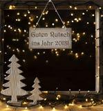 La ventana, luces en la noche, Guten Rutsch significa la Feliz Año Nuevo 2019 Fotografía de archivo libre de regalías
