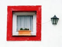 La ventana y el lamppost imagenes de archivo