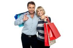 La vente annuelle est allumée, font des emplettes davantage ! Image libre de droits