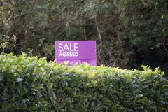 La vente a convenu le signe photographie stock
