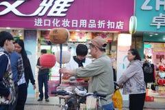 La vente de la sucrerie de coton Photographie stock libre de droits