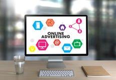 La vente de site Web de PUBLICITÉ EN LIGNE, mise à jour tend Advertisi image stock