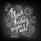 La vente superbe de Black Friday d'expression manuscrite sur un tableau noir avec des icônes Photographie stock