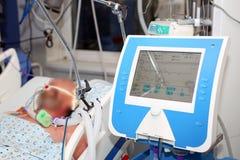 La ventilation artificielle, patient malade critique photo stock