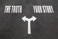 La verdad contra su concepto de la opción de la historia imágenes de archivo libres de regalías