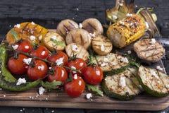 La verdura asó a la parrilla setas de las patatas del maíz de la paprika de la pimienta de los tomates Imagen de archivo libre de regalías