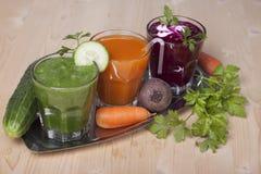 La verdura beve dai cetrioli, dalle carote e dalle barbabietole Fotografia Stock