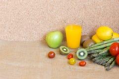 La verdura fresca produce insieme il succo fresco della vitamina Fotografia Stock Libera da Diritti