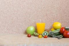 la verdura produce insieme il succo fresco della vitamina Fotografia Stock Libera da Diritti