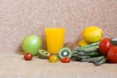 la verdura produce insieme il succo fresco della vitamina Immagine Stock Libera da Diritti