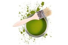 La vernice verde può con le macchie di colore e della spazzola Fotografia Stock Libera da Diritti