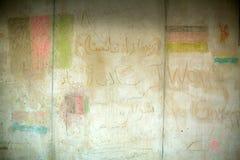 La verniciatura delle pareti ha fatto i rifugiati di guerra alla stazione ferroviaria di Keleti Le autorità ungheresi hanno chius fotografie stock