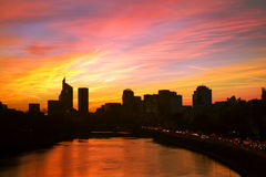 La-Verteidigung durch Sonnenuntergang die Seine Frankreich Lizenzfreies Stockbild