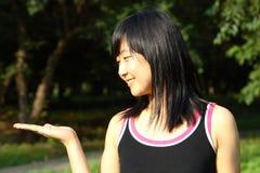 La verticale chinoise de jeunes femmes Photographie stock libre de droits