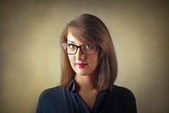 La verticale de jeune femme photo stock