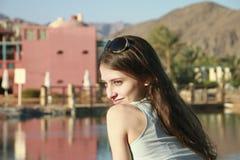 La verticale de la belle fille d'innocence dans le bleu Image stock