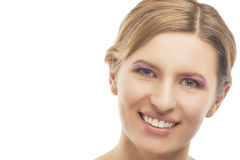 Verticale des jeunes souriant femme assez blonde Photographie stock libre de droits