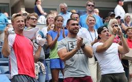 La vettura di tennis Jiri Vanek L celebra la vittoria di Karolina Pliskova della repubblica Ceca dopo che la sua partita rotonda  immagini stock libere da diritti