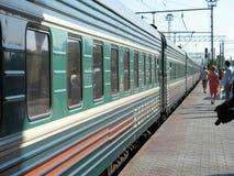 La vettura di un treno alla stazione Immagine Stock