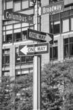 La via di Columbus Circle e di Broadway nomina i segni, New York Fotografia Stock Libera da Diritti