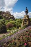 La via di principi fa il giardinaggio e la statua di Thomas Guthrie con EDI immagine stock libera da diritti