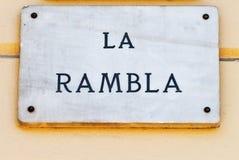 La via di Rambla della La firma dentro Barcellona Fotografie Stock