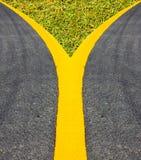 La via di superficie della via allinea la linea giallo del bordo Fotografie Stock Libere da Diritti