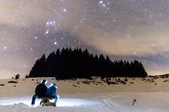 La Via Lattea con due genti Fotografia Stock