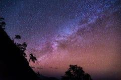 La Via Lattea con la montagna Immagini Stock Libere da Diritti