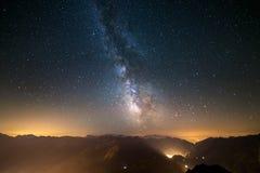La Via Lattea osservata dal livello su nelle alpi Fotografia Stock Libera da Diritti