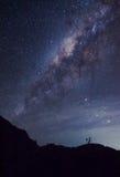 La Via Lattea sopra la montagna Fotografie Stock Libere da Diritti