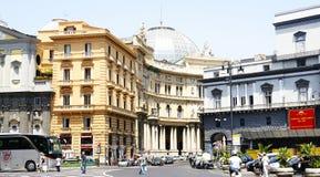 La via panoramica ha fronteggiato le gallerie Umberto I a Napoli Immagine Stock