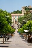 La via pedonale principale di Arta, Mallorca fotografia stock libera da diritti