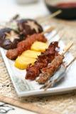 la viande délicieuse grillée préparée roule des sushi photos libres de droits
