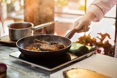 La viande fait frire avec des champignons images stock