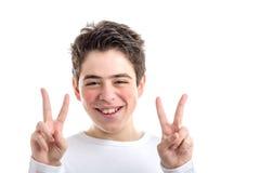 La victoria o el gesto doble de la paz por hispanos liso-peló al muchacho Foto de archivo