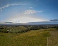 La vidéo aérienne dans les vignobles étonnants aménagent en parc image stock