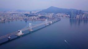La vidéo aérienne du pont de Gwangan et le Gwangalli échouent à Busan, Corée du Sud clips vidéos