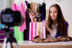 La vidéo d'enregistrement de blogger de mode pour le blog Photo libre de droits