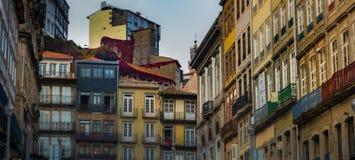 La vid cubrió edificios en Oporto histórico Imagen de archivo
