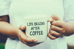 La vida comienza después de cita del café imagen de archivo libre de regalías