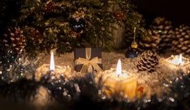 La vida de la Navidad sigue siendo con nieve Foto de archivo libre de regalías