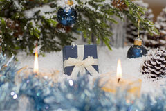 La vida de la Navidad sigue siendo con nieve Imágenes de archivo libres de regalías