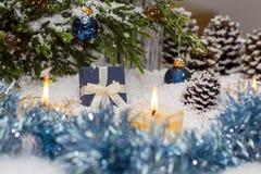 La vida de la Navidad sigue siendo con nieve Fotos de archivo libres de regalías