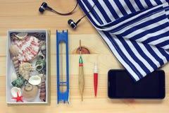 La vida de la tabla-aún con flotadores, un chaleco y un teléfono con el headph Imagen de archivo libre de regalías