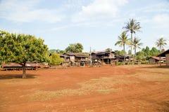 La vida del pueblo del Lao alrededor del café plantó la meseta de Bolaven, Pakse, Laos Imagenes de archivo