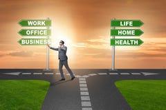 La vida del trabajo o el concepto casero del negocio de la balanza Imágenes de archivo libres de regalías