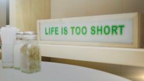 La vida es demasiado corta metrajes